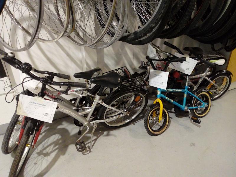 Myytäviä lasten polkupyöriä